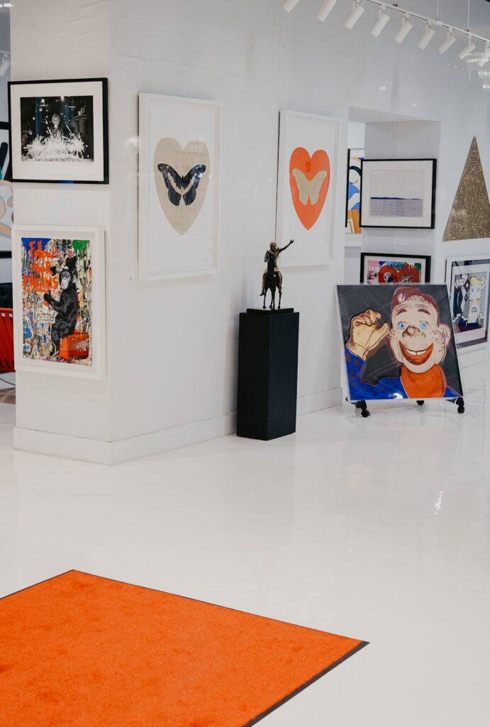 art gallery date