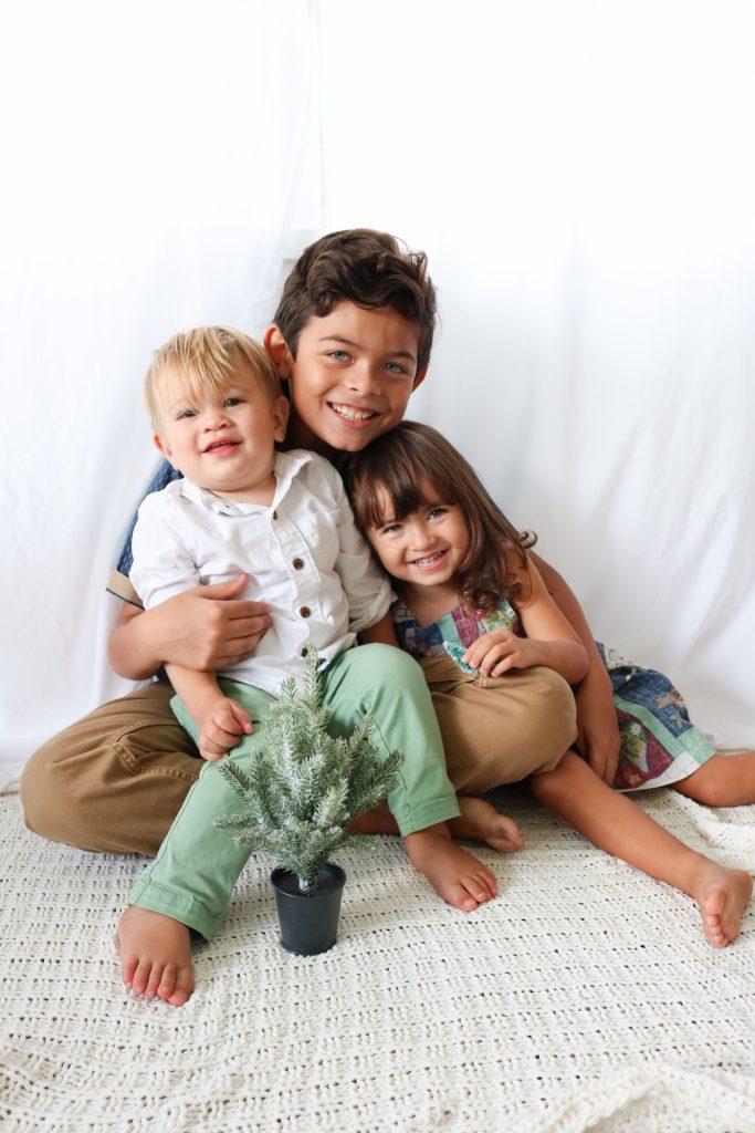 christmas photos with kids unraveled motherhood